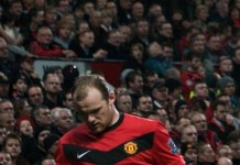 Wayne Rooney fonte foto: Di Gordon Flood - originally posted to Flickr as Man Utd V Everton-11, CC BY 2.0, https://commons.wikimedia.org/w/index.php?curid=8634136